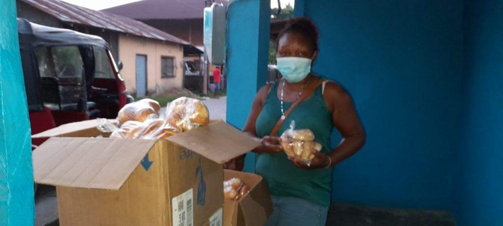 Panadería la Morenita en Livigston Izabal hace donativo para ayudar a las víctimas del Huracán ETA En Morales