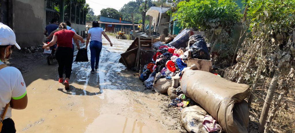 Comunidad afectada por huracán ETA en Morales Izabal