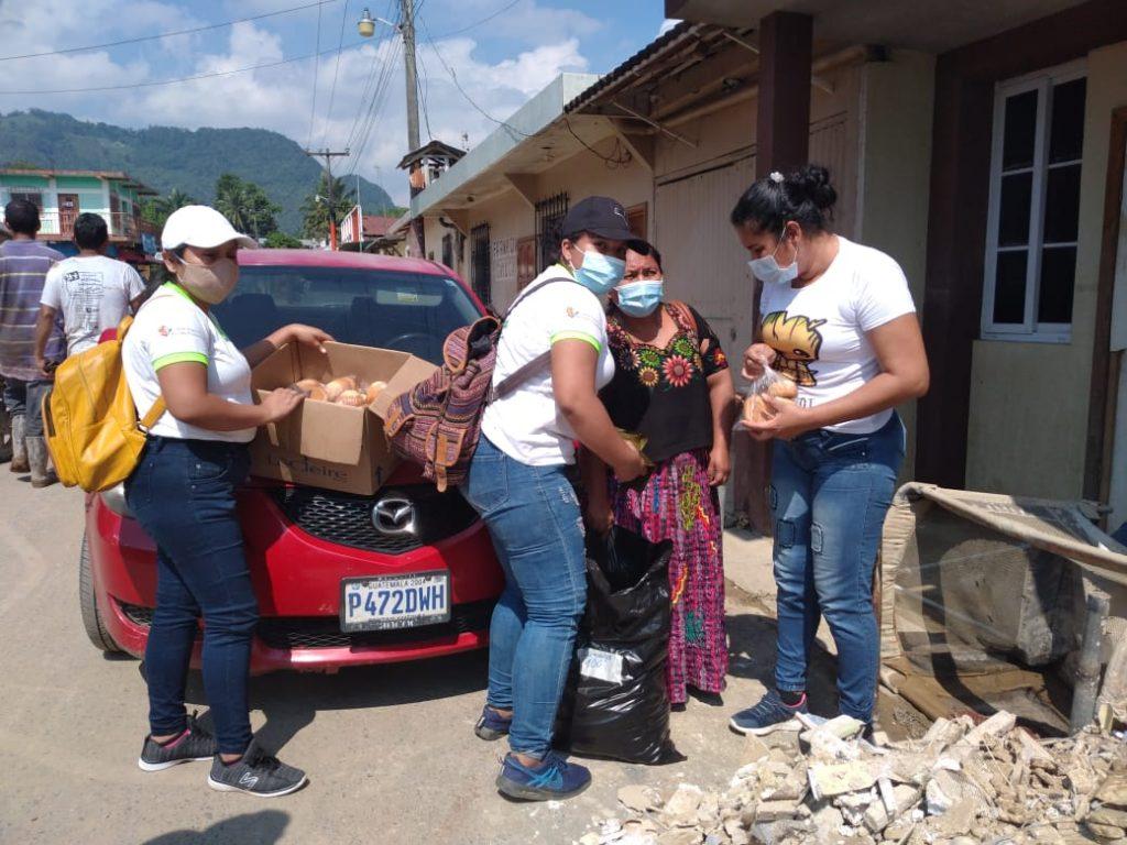 Distribución de refacciones por parte de voluntarias de AMMUDIS